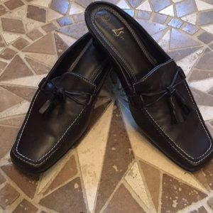 Life Stride Black Leather Mules
